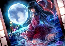 1girl black_hair branch brown_eyes dutch_angle full_moon highres houraisan_kaguya jeweled_branch_of_hourai long_hair looking_at_viewer moon sitting smile solo touhou uu_uu_zan very_long_hair