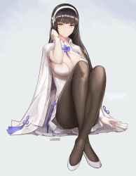 1girl absurdres artist_name bangs black_hair black_legwear blunt_bangs breasts cape cleavage closed_mouth crossed_ankles dress full_body girls_frontline gloves hair_flip hairband highres knees_up large_breasts long_hair looking_at_viewer monaim pantyhose qbz-95_(girls_frontline) short_dress sitting smile solo white_dress white_gloves yellow_eyes
