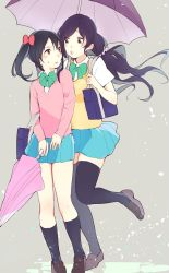 2girls bag black_hair blush closed_umbrella funinki_(evota) green_eyes love_live! multiple_girls one_leg_raised open_mouth puckered_lips purple_hair red_eyes school_bag school_uniform skirt sweat thighhighs toujou_nozomi umbrella yazawa_nico yuri