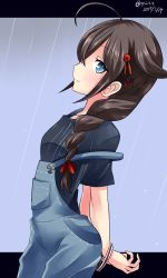 1girl 2017 ahoge alternate_costume baseball_cap blue_eyes bracelet braid breasts brown_hair closed_mouth hair_between_eyes hair_flaps hair_ornament hair_over_shoulder hair_ribbon hat highres jewelry kantai_collection long_hair looking_at_viewer medium_breasts medium_hair name_tag necklace overalls rain ribbon shigure_(kantai_collection) single_braid smile solo twitter_username xyzlvx