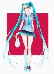 1055 aqua_eyes aqua_hair arm_behind_back bangle bracelet carrying_bag hatsune_miku highres jewelry long_hair nail_polish shirt shoes simple_background skirt solo spring_onion t-shirt twintails very_long_hair vocaloid white_legwear