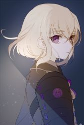 1boy armor honebami_toushirou looking_at_viewer momoshiki_tsubaki purple_eyes short_hair solo touken_ranbu white_hair