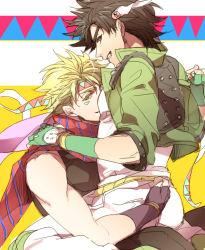 blonde_hair caesar_anthonio_zeppeli caesar_anthonio_zeppeli_(cosplay) chikusawa cosplay costume_switch feathers green_jacket hair_feathers headband jacket jojo_no_kimyou_na_bouken joseph_joestar_(young) joseph_joestar_(young)_(cosplay) scarf