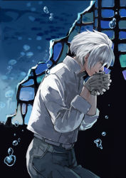1boy boots bubble clear_(dramatical_murder) dramatical_murder eyes_closed gloves hands_together hiki_yuichi jellyfish male_focus mole solo underwater white_gloves white_hair