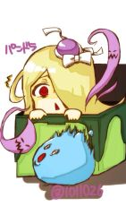 1girl :< bags_under_eyes blonde_hair bow box bubblie_(p&d) character_name chibi hair_over_one_eye hat hat_bow in_box in_container japanese long_hair open_mouth pandora_(p&d) peeking_out purple_hat puzzle_&_dragons red_eyes scared shishi simple_background spirits text trembling white_background white_bow