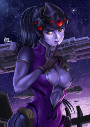 1girl 2016 black_gloves bodysuit breasts center_opening cleavage dated finger_to_mouth gloves hand_on_hip head_mounted_display highres large_breasts lips long_hair looking_at_viewer night night_sky nose overwatch parted_lips ponytail purple_hair purple_skin ryu_shou sky solo star_(sky) starry_sky upper_body very_long_hair visor widowmaker_(overwatch) yellow_eyes