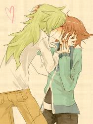 2boys brown_hair green_hair heart kiss long_hair male_focus multiple_boys n_(pokemon) nintendo pokemon short_hair tagme touya_(pokemon) yaoi