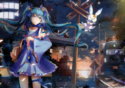 1girl absurdres aqua_hair bag blue_dress blue_eyes bow detached_sleeves dress fence ground_vehicle hair_bow handbag hatsune_miku highres long_hair original outdoors power_lines railroad_tracks road_sign seiya_asakami sign standing sunset train twintails vocaloid wide_sleeves yuki_miku