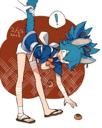! animal_ears bandage bent_over blue_eyes blue_hair dated japanese_clothes kemonomimi_mode l_hakase male_focus no_socks open_mouth sandals sayo_samonji solo_focus speech_bubble tail_pull touken_ranbu