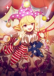 1girl american_flag_dress bangs blonde_hair clownpiece double_v fairy_wings hat highres jester_cap long_hair looking_at_viewer neck_ruff no-kan open_mouth petticoat pink_eyes polka_dot smile solo sparkle star star_print striped touhou v very_long_hair wavy_hair wings