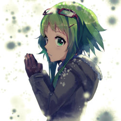 1girl absurdres breath coat goggles goggles_on_head green_eyes green_hair gumi hands_clasped highres parted_lips pine_(yellowpine112) short_hair snowing solo vocaloid winter_clothes winter_coat