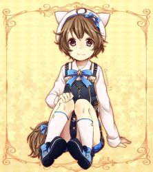1boy ahoge animal_hat brown_eyes brown_hair cat_hat hat hat_ribbon jewelry key key_necklace kneehighs necklace overalls procyon_(yume-100) ribbon sitting smile solo twitter_username unmoving_pattern urashima_(kamenagomi) white_legwear yume_oukoku_to_nemureru_100-nin_no_ouji-sama