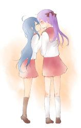 2girls beni_shouga blue_hair eyes_closed green_eyes hiiragi_kagami incoming_kiss izumi_konata long_hair lucky_star multiple_girls purple_hair school_uniform serafuku twintails yuri