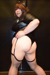 1girl asian ass blue_eyes brown_hair fat huge_ass luu_(cosplayer) nurse photo solo